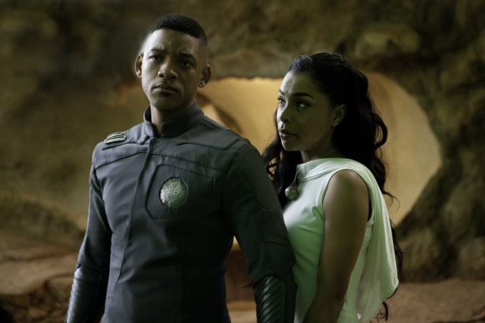 Will Smith y Sophie Okonedo - After Earth