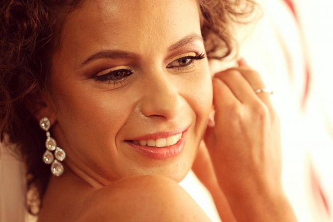 Gorgeous bride putting her ear rings on